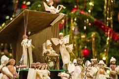 Scena di natività di Natale con l'albero vago di Chrstmas nel fondo immagine stock libera da diritti