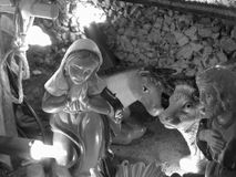 Scena di natività di Natale con le figurine compreso Joseph e Maria Foto in bianco e nero di Pechino, Cina Fotografia Stock