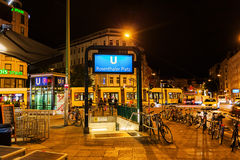 Scena di notte al quadrato di Rosenthaler a Berlino, Germania Fotografia Stock Libera da Diritti