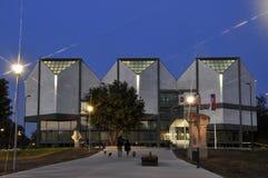 Scena di notte di architettura moderna fotografia stock