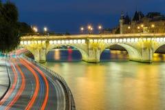Scena di notte in ccity di Parigi fotografia stock