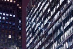 Scena di notte degli edifici per uffici Fotografia Stock