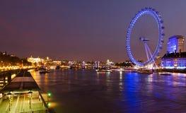 Scena di notte dell'occhio di Londra fotografia stock
