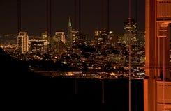 Scena di notte dell'orizzonte di San Francisco e del ponticello di cancello dorato Immagini Stock Libere da Diritti