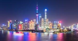 Scena di notte dell'orizzonte di Schang-Hai fotografia stock