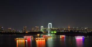 Scena di notte della baia di Tokyo immagini stock libere da diritti