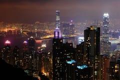 Scena di notte della città con il grattacielo e il buildi moderni Fotografie Stock