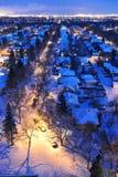 Scena di notte della città di inverno Immagini Stock