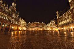 Scena di notte di Bruxelles di Grand Place fotografia stock libera da diritti