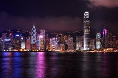 Scena di notte di Hong Kong nel tono viola Fotografia Stock Libera da Diritti