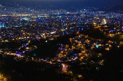 Scena di notte di Medellin in Colombia Fotografie Stock Libere da Diritti