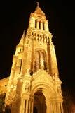 Scena di notte di una chiesa a Budapest immagini stock libere da diritti
