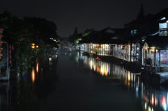 Scena di notte di una cittadina Xitang Immagini Stock