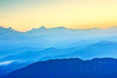 Scena di primo mattino in montagne Fotografia Stock