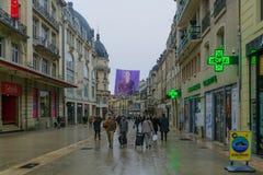 Scena di rue de la liberte della via principale a Digione Fotografia Stock