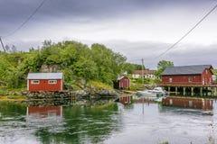 Scena di Serene Scandinavian Fjord Village Immagine Stock