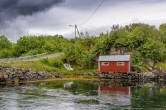 Scena di Serene Scandinavian Fjord Village Immagini Stock