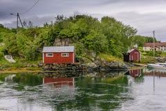 Scena di Serene Scandinavian Fjord Village Immagine Stock Libera da Diritti