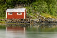 Scena di Serene Scandinavian Fjord Village Immagini Stock Libere da Diritti