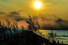 Scena di tramonto sul mare Fotografia Stock Libera da Diritti