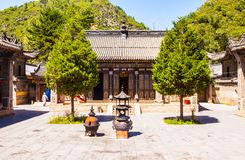 Scena di Wutaishan (supporto Wutai). Cortile del tempio di Puhua. Immagine Stock