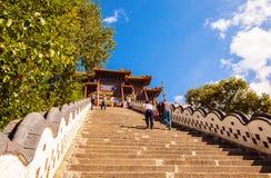 Scena di Wutaishan (supporto Wutai). I 108 punti davanti al tempio della cima di Buddha (Pusa Ding). Fotografie Stock Libere da Diritti