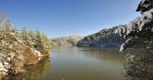 Scena e lago della neve della montagna Immagini Stock