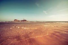 Scena e Lignthouse della spiaggia Fotografia Stock