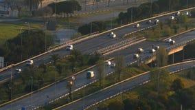 Scena e strada di traffico al tramonto Siluetta dell'uomo Cowering di affari video d archivio
