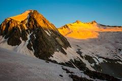 Scena epica stupefacente monocromatica della montagna di Snowmass Fotografia Stock