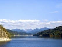 Scena idilliaca di autunno nelle alpi con la riflessione del lago della montagna Fotografia Stock Libera da Diritti