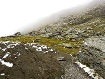 Scena idilliaca di autunno nelle alpi con la riflessione del lago della montagna Immagine Stock Libera da Diritti
