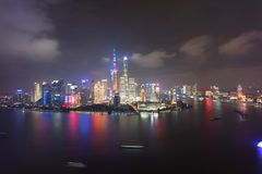 Scena il fiume Huangpu di notte della porcellana di Lujiazui Pudong Puxi Schang-Hai immagini stock