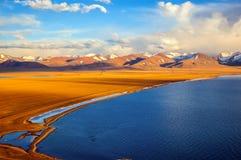 Scena-lago Namtso del plateau tibetano Fotografia Stock