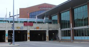 Scena Lucas Oil Stadium nel fondo a Indianapolis 4K video d archivio