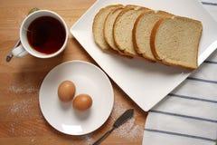 Scena od śniadaniowego stołu z podstawowym pożywieniem Obrazy Royalty Free