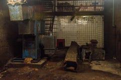 Scena od starego zaniechanego lochu - Halloweenowy tło zdjęcia stock