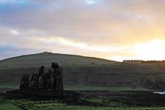 Scena pacifica di alba di Ahu Tongariki, isola di pasqua Cile fotografia stock