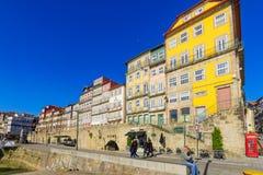 Scena Ribeira brzeg rzeki w Porto, Zdjęcie Royalty Free