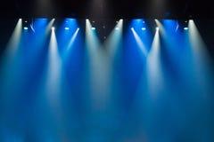 Scena, sceny światło z barwionymi światłami reflektorów zdjęcia royalty free
