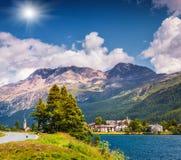 Scena soleggiata di estate sul lago Silsersee Fotografia Stock Libera da Diritti
