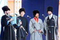 In scena sono i cantanti, gli attori, membri del coro, del corpo de chorus e delle soliste dell'insieme del cosacco Fotografia Stock Libera da Diritti