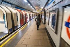 Scena sotterranea di Londra sulla piattaforma Immagine Stock