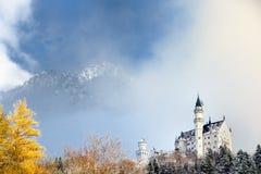 Scena splendida del castello reale il Neuschwanstein e della zona circostante in Baviera, Germania Deutschland Immagine Stock