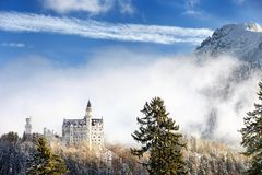Scena splendida del castello reale il Neuschwanstein e della zona circostante in Baviera, Germania Deutschland Fotografie Stock
