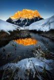 Scena stupefacente della montagna di Zugspitze Riflessione congelata del picco i Immagini Stock Libere da Diritti