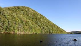 Scena su legge su Cabot Trail In Cape Breton, Nova Scotia del ` del lago O video d archivio