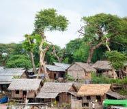 Scena tipica del villaggio del birmano locale fotografia stock