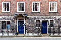 Scena tipica della via nel distretto centrale di Londra con il familia Fotografia Stock Libera da Diritti