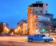 Scena urbana alla notte a vecchia Avana Fotografia Stock